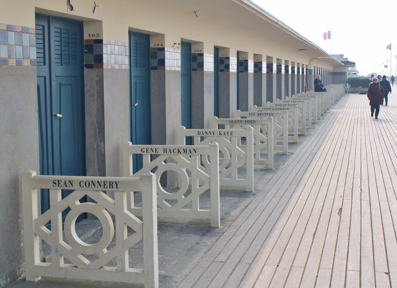 13 Deauville Strandkabinen